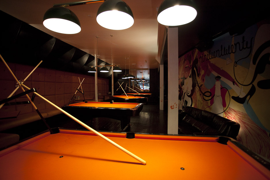 1920 39 s bar review farringdon cocktail bar london for Covent garden pool table