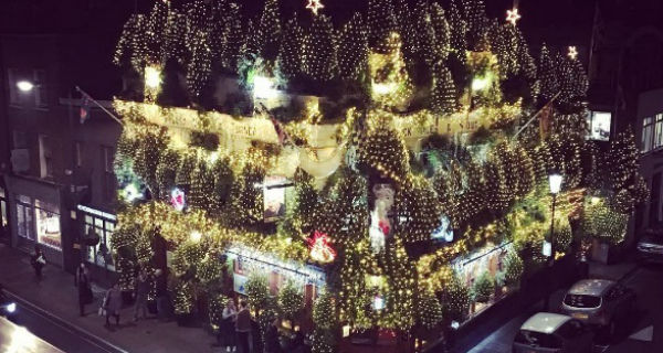 The Churchill Arms Christmas display | Christmas Pub in ...