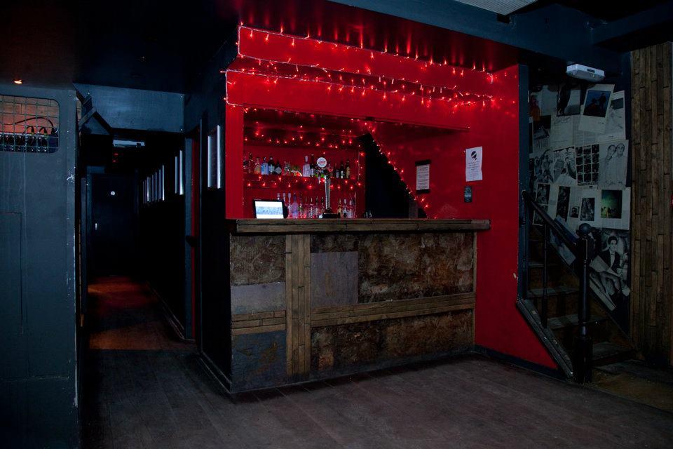 The Waiting Room Bar Stoke Newington | Stoke Newington High Street ...