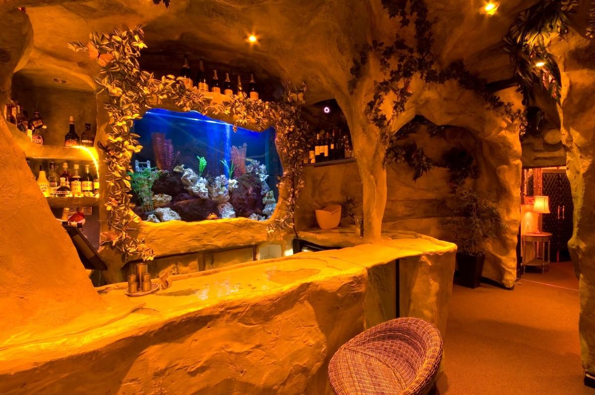 Restaurant London In Cave