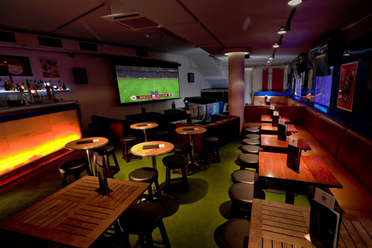 Jetlag bar fitzrovia london bar reviews designmynight for Covent garden pool table
