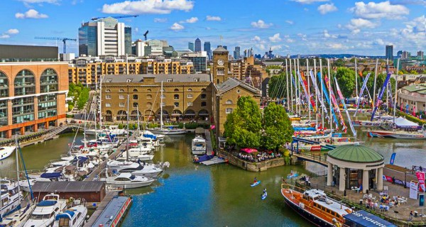 Traders Traders negotiates its way into the historic Katharine Docks
