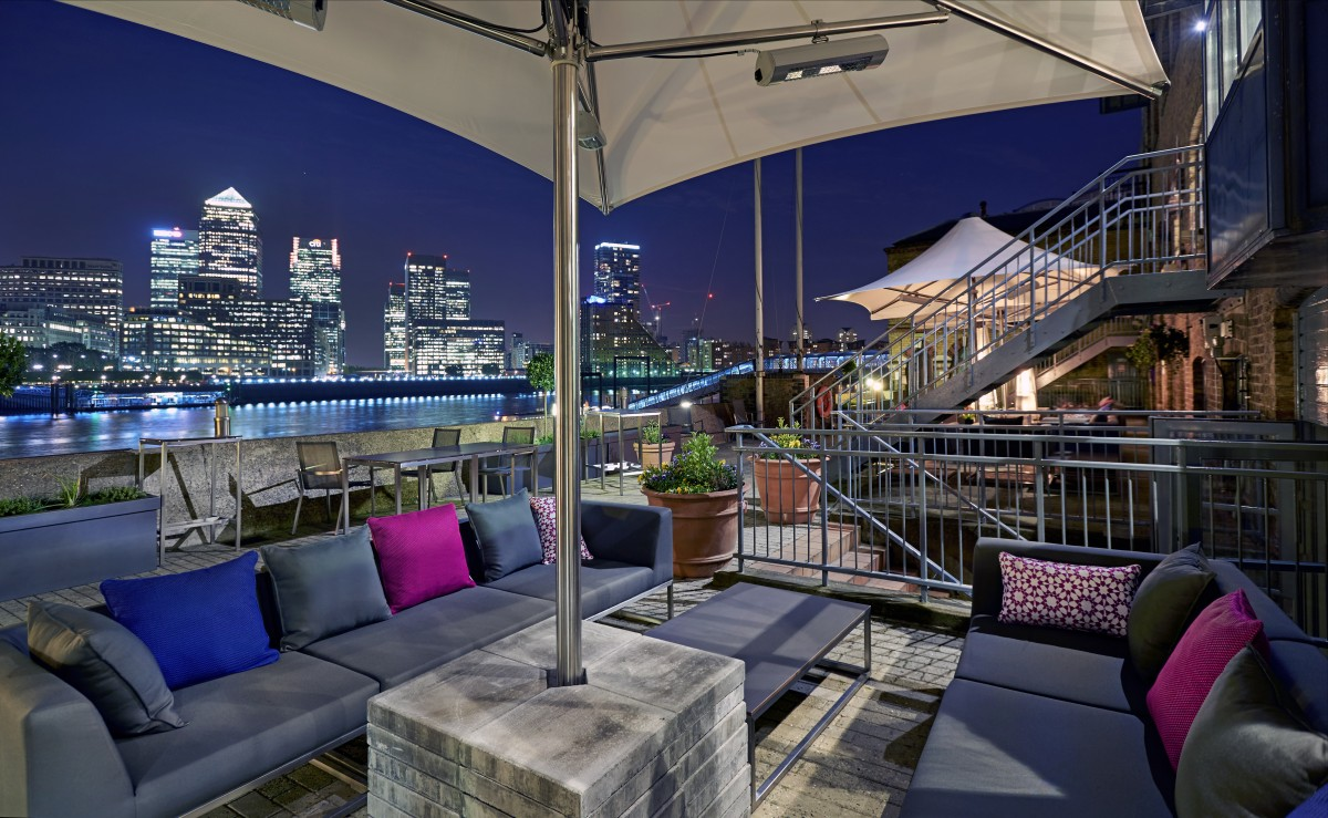 New year 39 s eve party on the thames doubletree by hilton for Terrace new year party