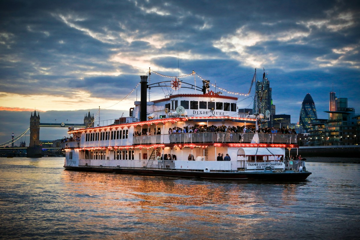 NEW YEAR'S EVE 2016 - DIXIE QUEEN ON THE RIVER THAMES