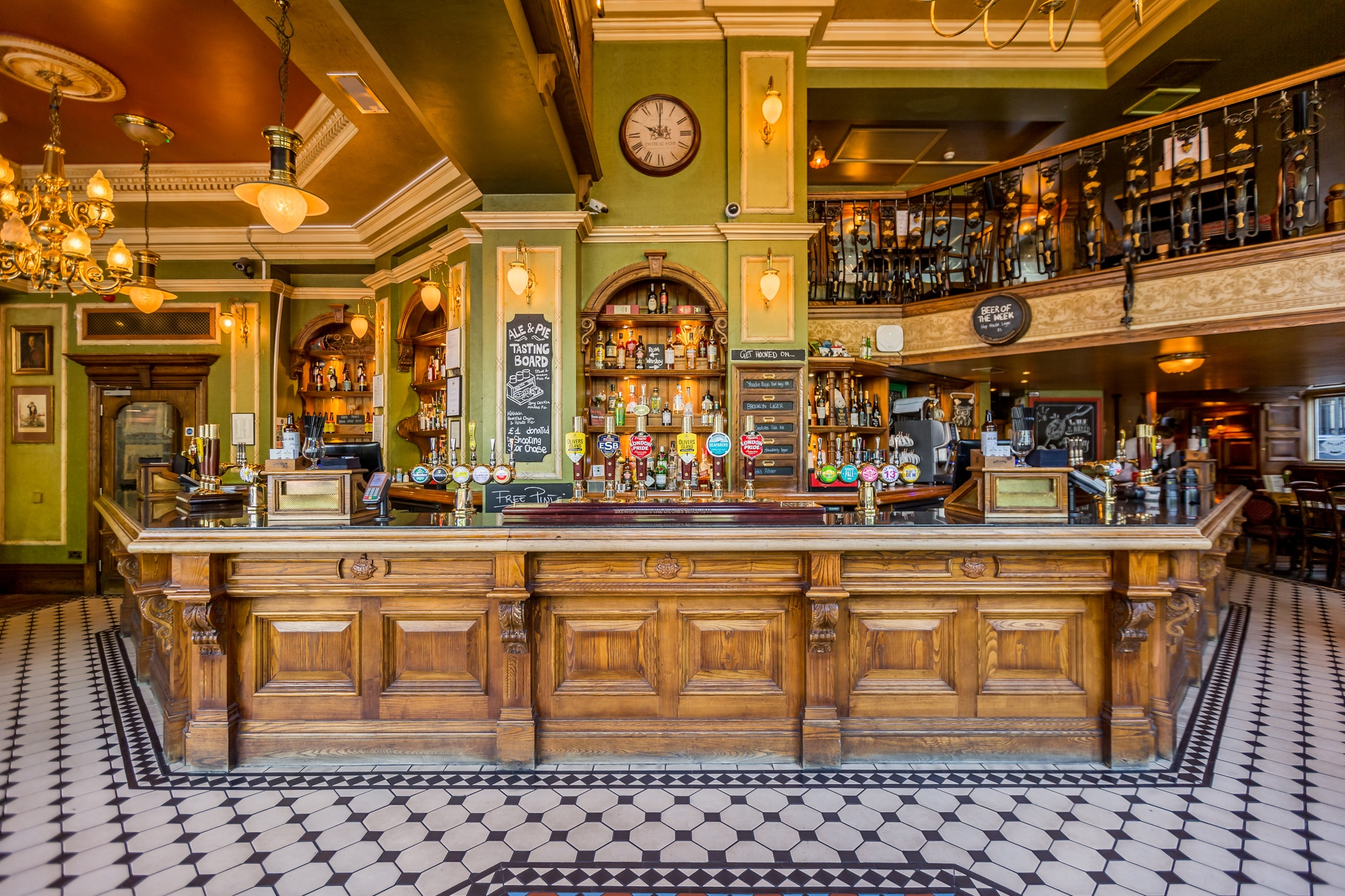 Meet someone special at London s top singles bars - All In London