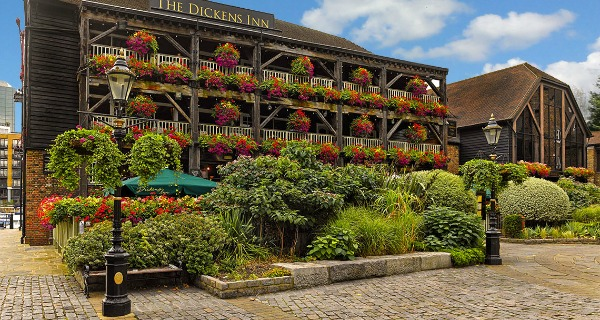 dickens inn london review