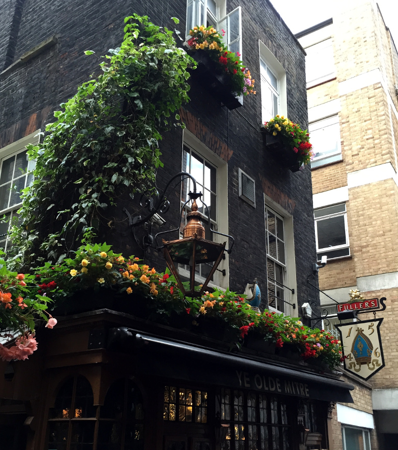 City sips and Holborn halves: a London pub heritage and beer tour