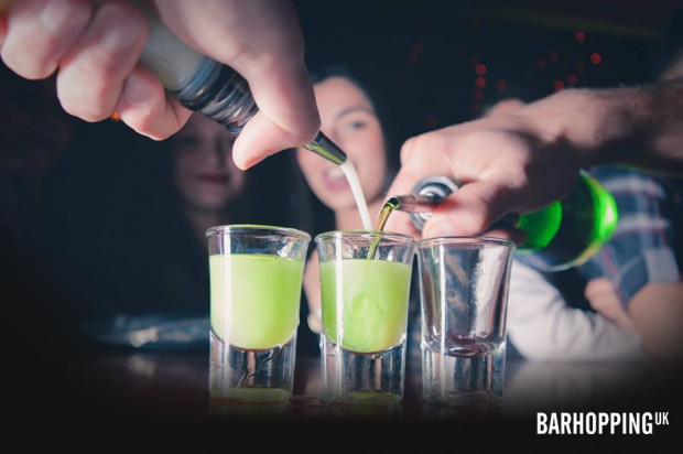 London Pub Crawl with Welcome Drink & Shots