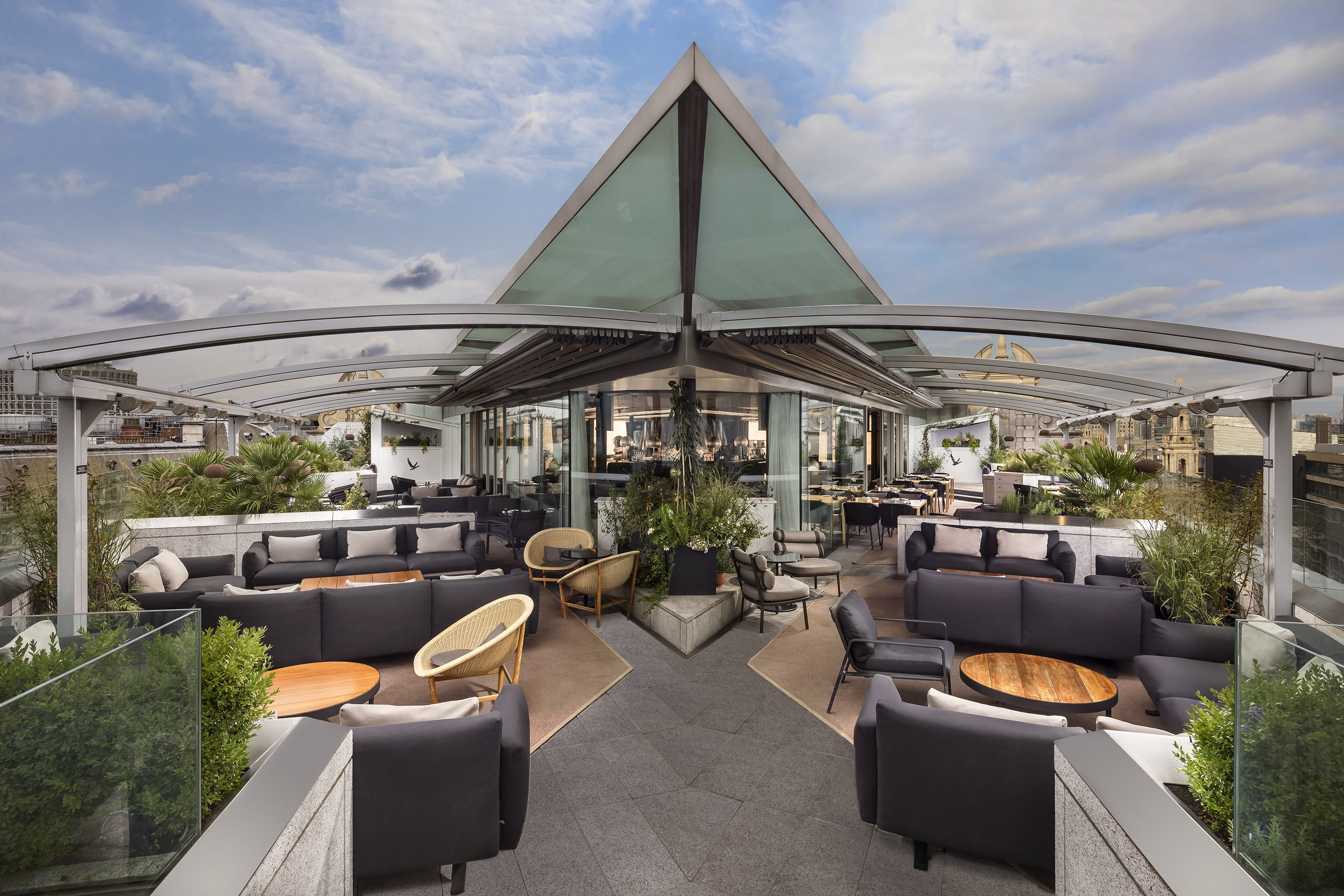 New Year S Eve At Radio Rooftop Covent Garden London New Years Eve Party Reviews Designmynight