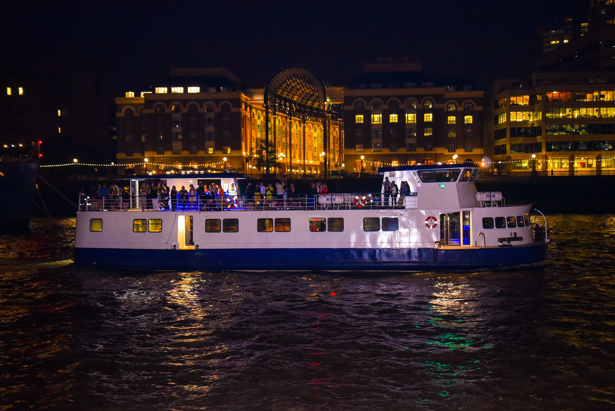 Christmas Boat Party London.London Party Boats Christmas Cruise London Boat Party