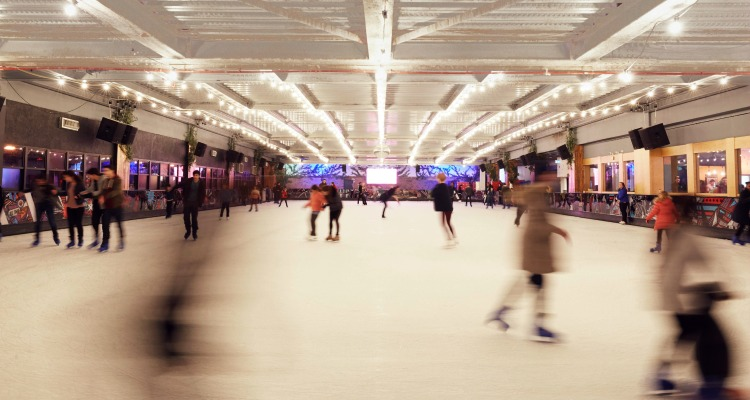 QUEENS ICE SKATING WINTER LONDON
