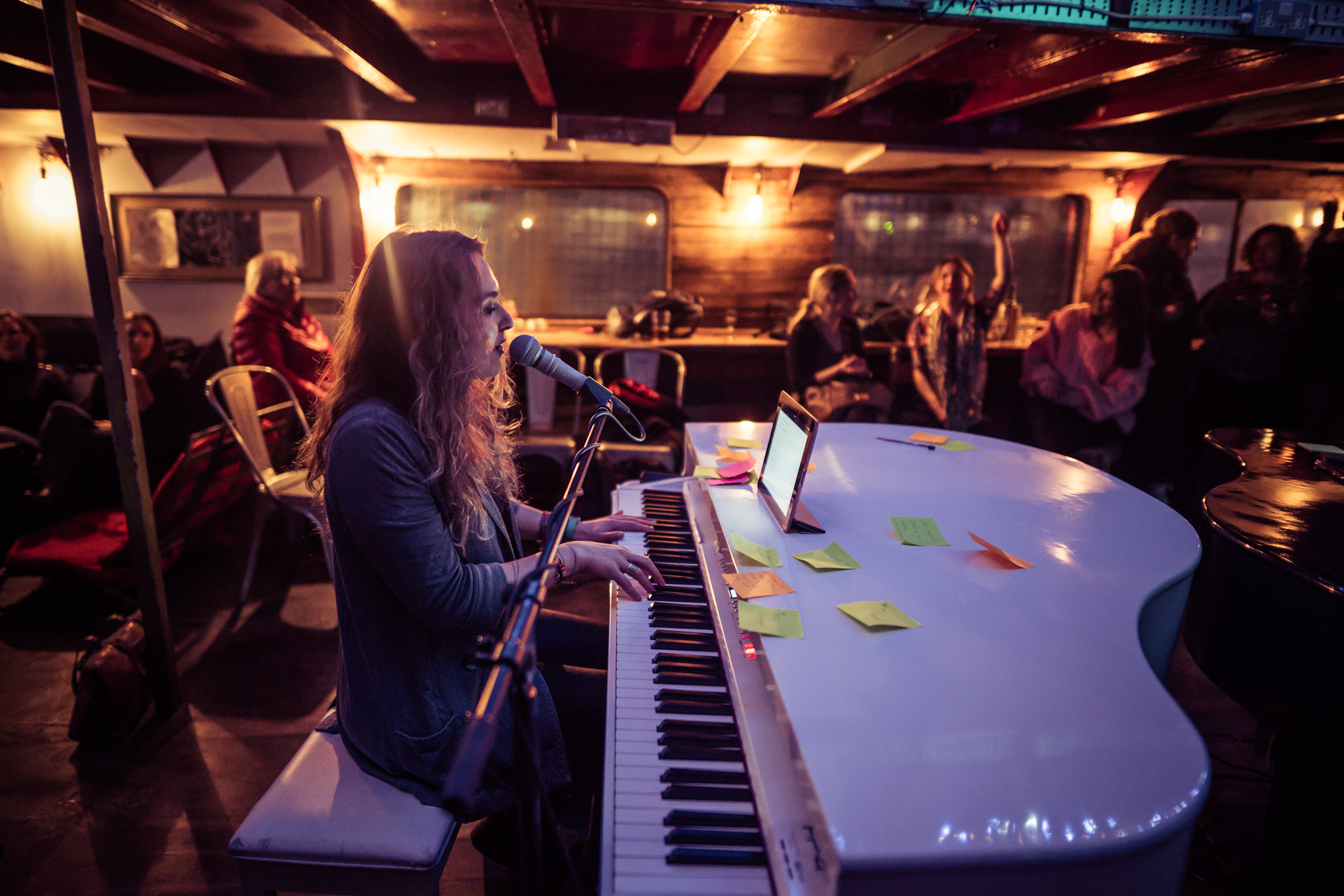 Duelling Pianos on The Thames
