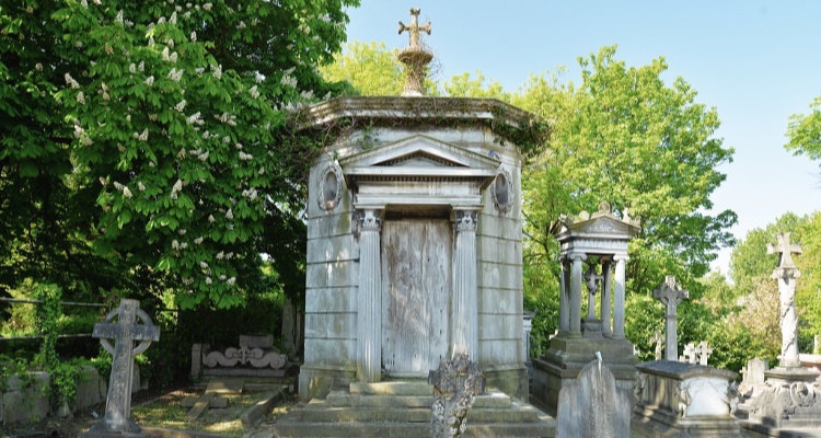 West Norwood Cemetery | Secret Walks In London | DesignMyNight