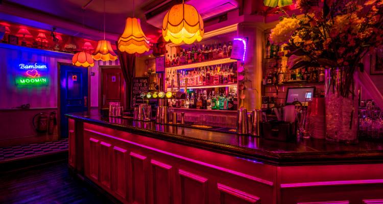 Simmons Soho Pink Bar