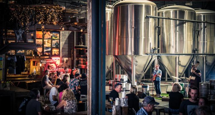 4 Pines Truck Bar | Best Breweries In Sydney | DesignMyNight